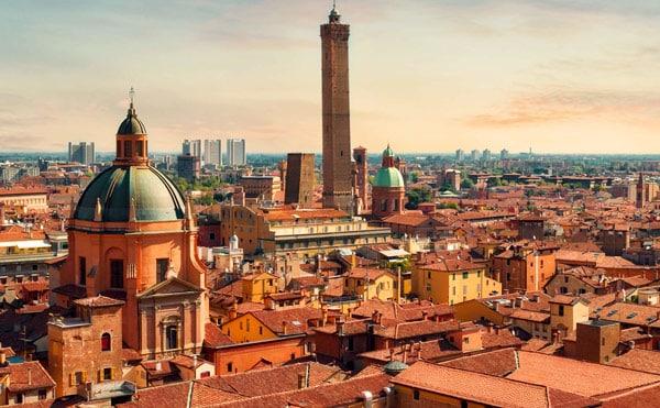 Две падающие башни в Болонье