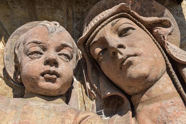 терракотовая скульптура Мадонны с младенцем на руках Дворец Коммуны в Болонье