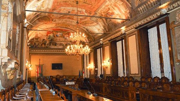 Зал сената Дворец Коммуны в Болонье