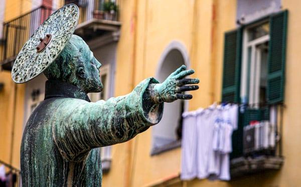 Памятник святому Гаэтану в Неаполе