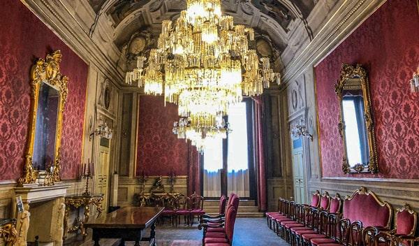 Красный зал дворца коммуны в Болонье