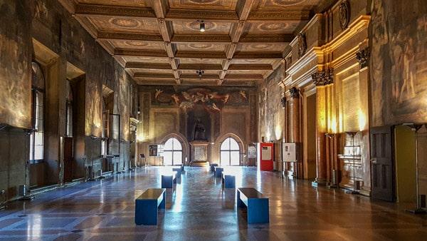Зал Фарнезе в дворце Коммуны в Болонье
