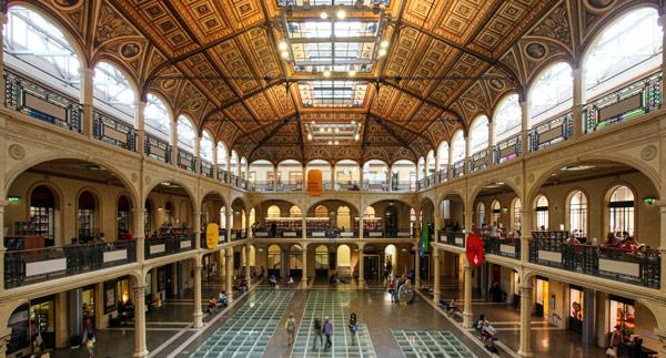 Салаборса рядом с Болонским университетом место для отдыха студентов