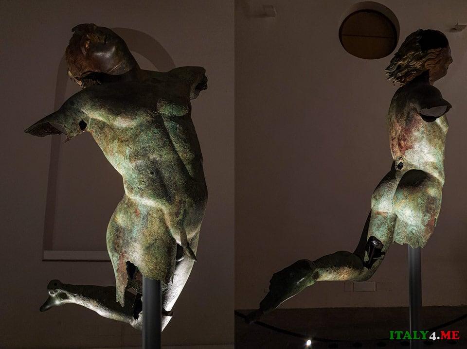 Статуя танцующего Сатира в Мадзара-дель-Валло, Сицилия