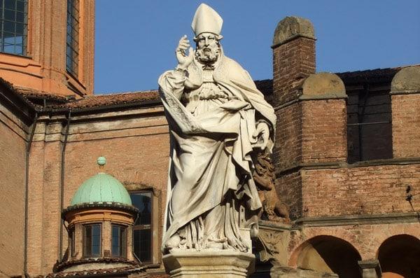 статуя мученика святого Петрония