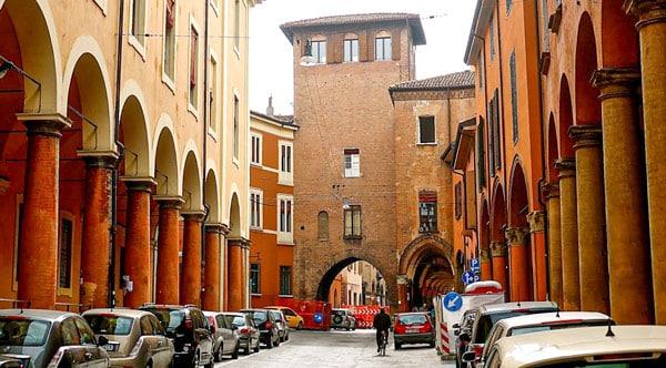 Башня Страда Кастильоне (Torresotto Di Strada Castiglione) в Болонье