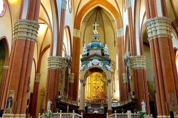Интерьер базилики святого Петрония в Болонье