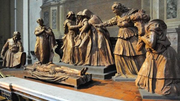 Скульптура оплакивание усопшего Христа, автор Альфонсо Ломбарди, собор Петра в Болонье