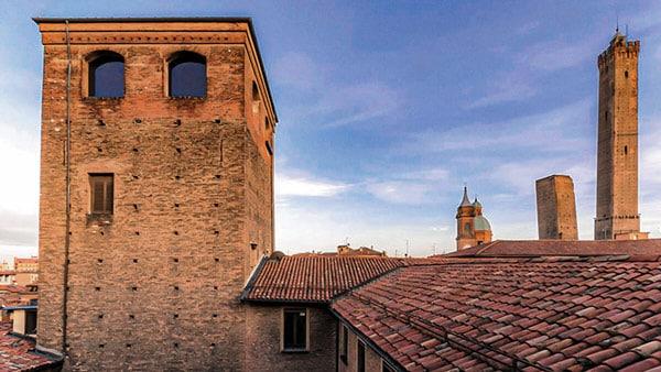 Башня Угуццони (Torre degli Uguzzoni) в Болонье