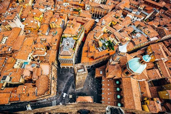 Вид с башни Азинелли на Болонью