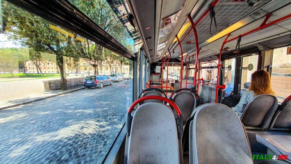 Автобус в Риме во время карантина