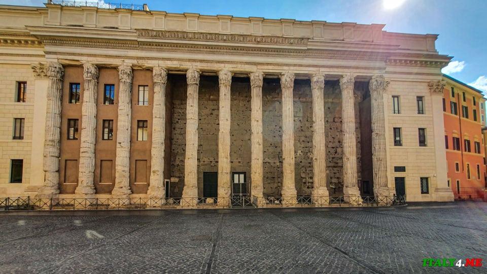 Храм Божественного Адриана в Риме