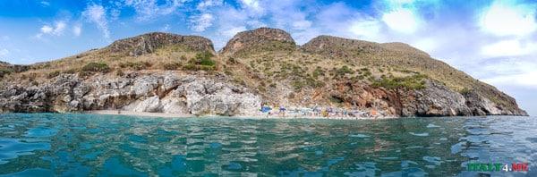 бухта Cala Capreria в заповеднике Зингаро вид с воды