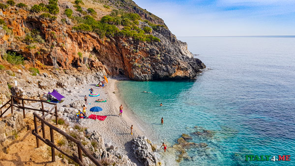 бухта Cala Capreria в заповеднике Зингаро на Сицилии