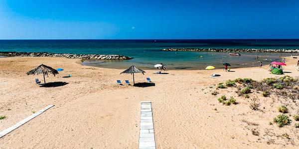 Пляж Donnalucata в 33 км от Рагузы, Сицилия