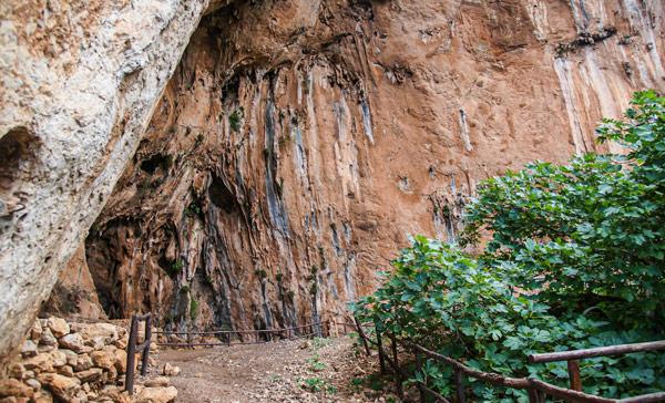 Пещера Узо (grotta dell'Uzzo) в заповеднике Зингаро