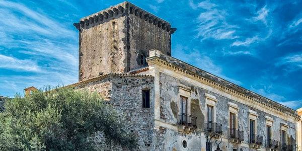 Замок Шисо (Castello di Schisò) в Джардини Наксос