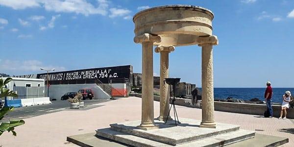 Олимпийский храм –достопримечательность в Джардини Наксос