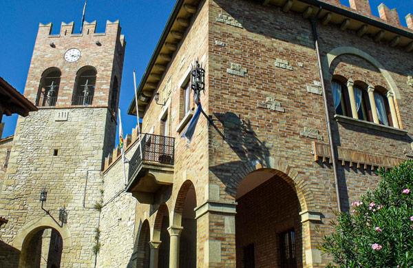 средневековый замок Castello di Serravalle в Сан-Марино