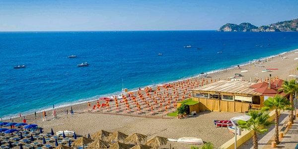 Платный пляж в Джардини Наксос