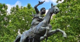 Памятник Аните Гарибальди в Риме