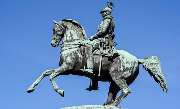 Памятник Российскому царю Николаю I на Исаакиевской площади в Санкт-Петербурге