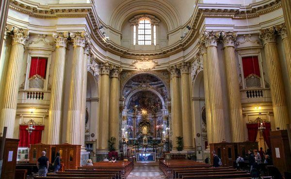 Интерьер святилища Мадонна-ди-Сан-Люка в Болонье