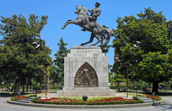 памятник первому президенту Турции Мустафе Кемаль Ататюрку (Mustafa Kemal Atatürk) в Самсуне