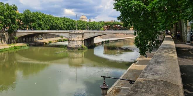 Мост Гарибальди в Риме