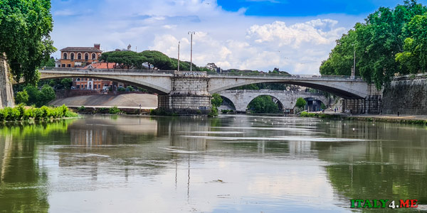 Вид на мост Гарибальди с набережной Тибра