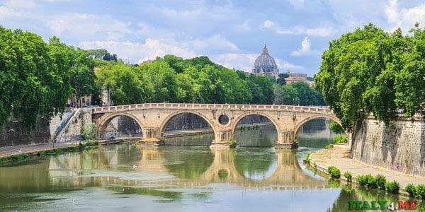 Вид с моста Гарибальди на мост Сикста и собор святого Петра Ватикан