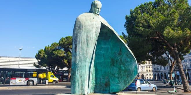 Памятник Папе Римскому в Риме