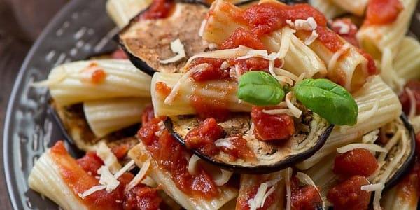 Паста алла норма блюдо популярное в Катании Сицилия