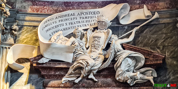 Герб семьи Памфили Сант-Андреа-аль-Квиринале в Риме