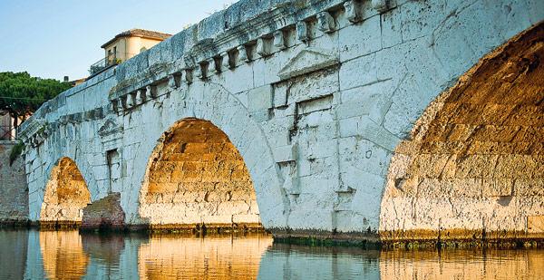 Мост Тиберия построен из природного камня травертина привезенного из Истрии