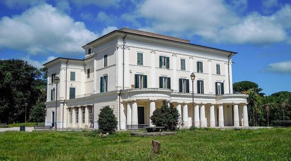 Княжеский дом Casino Nobile на вилла Торлония в Риме