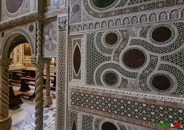Стиль косматеско в Базилике Святой Троицы в Кава-де-Тиррени