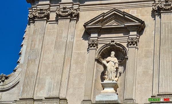 Скульптура монаха-бенедиктинца