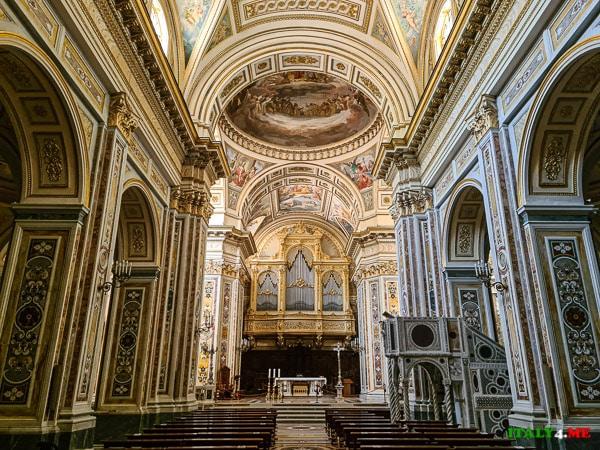 свод храма Святой Троицы в Кава ди Тиррени