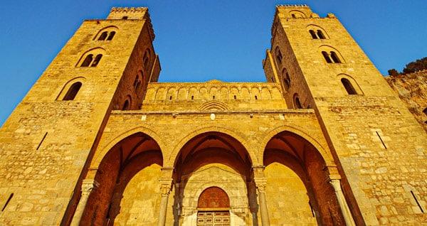 Башни кафедрального собора в Чефалу