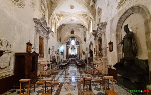 Баптистерий в кафедральном соборе Сиракуз