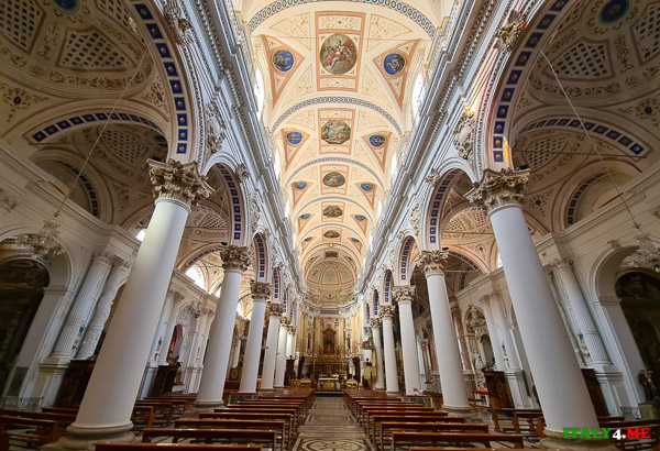 Интерьер собора святого Петра в Модике