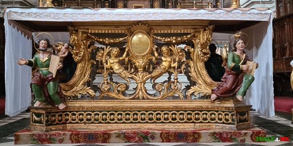 Главный алтарь Дуомо святого Петра в Модике
