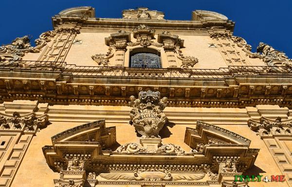 Фасад Дуомо Святого Петра в Модике