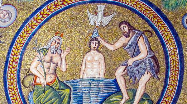 в арианском баптистерии на мозаичного Христа льется вода из клюва голубя