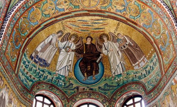 Христос на синей сфере мозаика в базилике Сан-Витале в Равенне