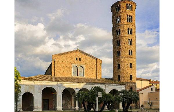 Базилика Сант-Аполлинаре-Нуово в Равенне
