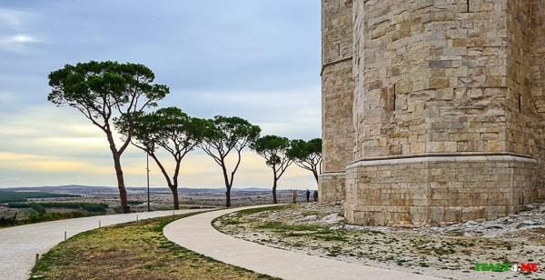 Замок Кастель дель Монте снаружи