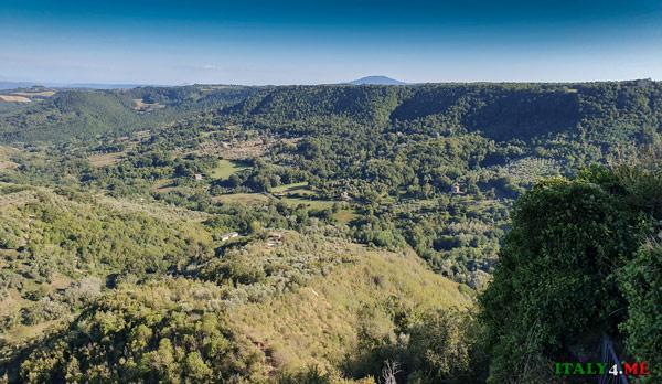 Панорама со смотровой площадки в Чивита ди Баньореджо