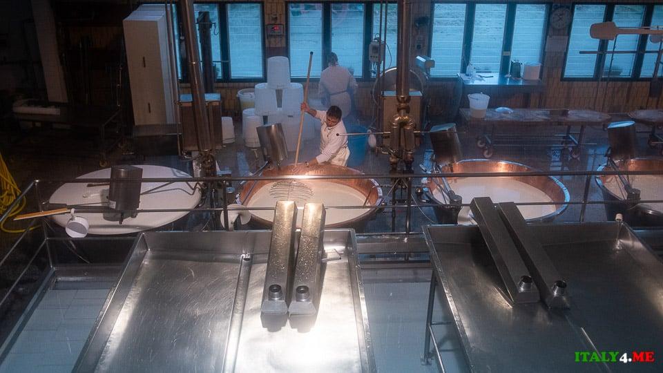 венчик спино (spino) используется для разбивания творога на гранулы при производстве Пармезана